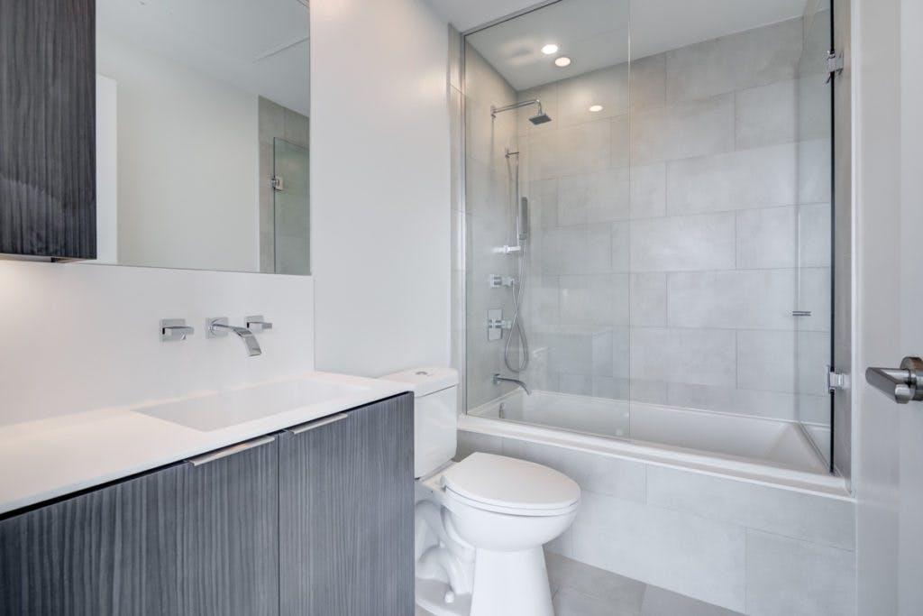 16 Bonnycastle bathroom