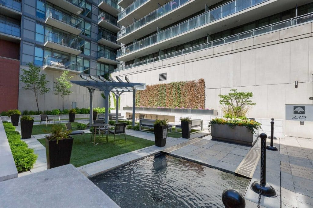 775 King St West courtyard